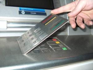 скимминговая накладка на клавиатуру банкомата