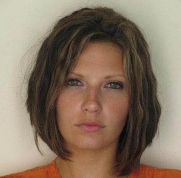 Хороший макияж. Настолько хороший, что полицейский снимок Меган Симмонс был использован интернет сайтом  instantcheckmate.com в рекламных целях, а 28 летняя арестованная за вождение в нетрезвом состоянии  в 2010 г. судится с компанией, оказывающей услуги по проверке биографических данных.