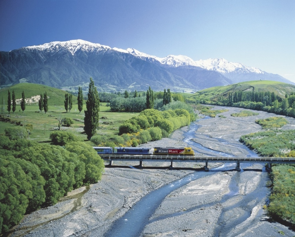 Железная дорога в Новой Зеландии — маршрут из Крайстчерча в Греймут считается самым живописным в стране.