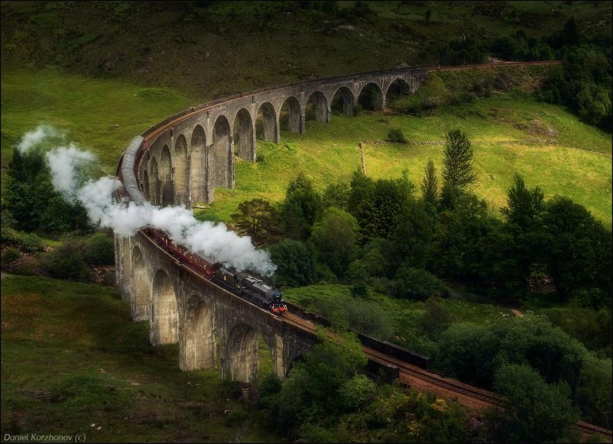 Хогвартс-экспресс — поезд, предназначенный для доставки студентов Хогвартса к месту учёбы и обратно.