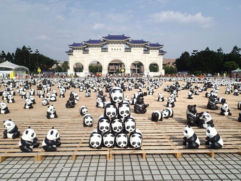 1600 панд на улицах Гонконга