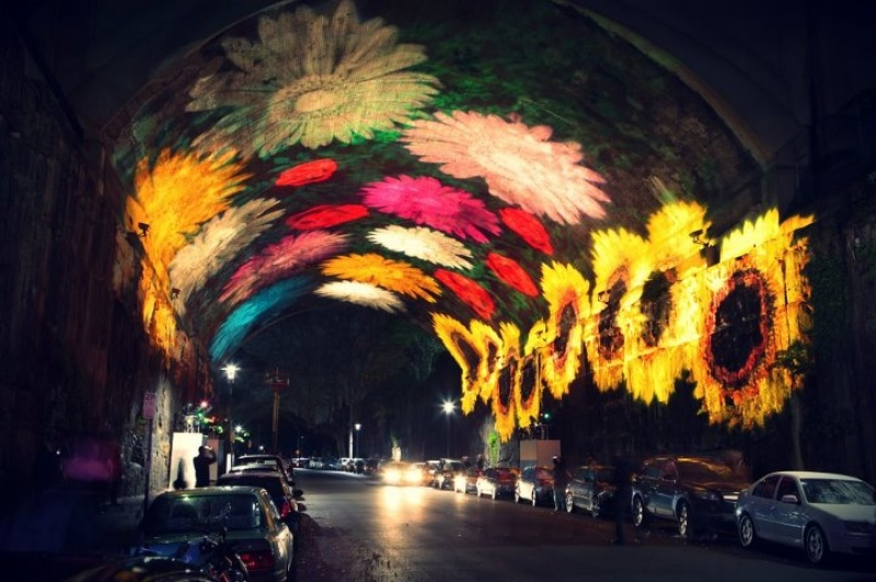 Каждое лето в Сиднее проходит ежегодный фестиваль света и музыки под названием Vivid Sydney. Десятки ярких скульптур выставляются по всему центру города, а также в гавани Сиднея.