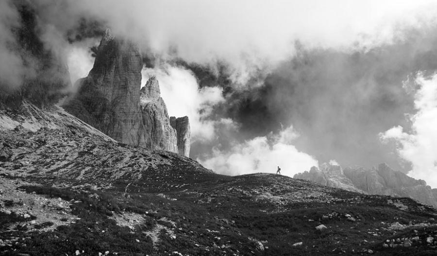 7631760-R3L8T8D-900-small-man-grand-nature-landscape-photography-28
