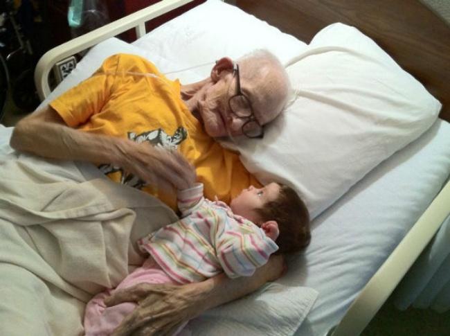 Закат жизни. Дед прощается с внуком.