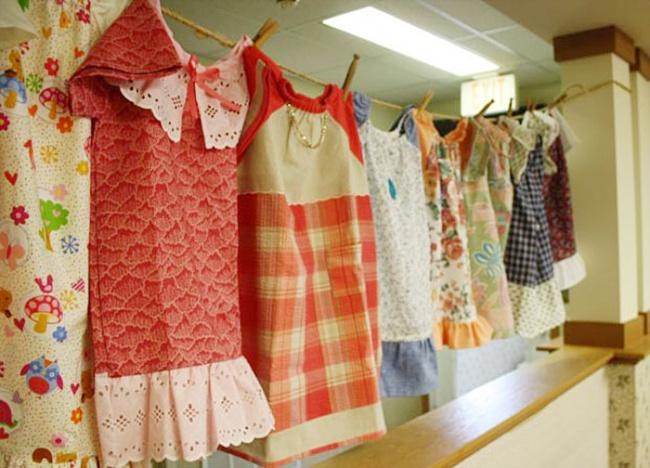 8218560-R3L8T8D-650-dresses-for-needy-children-lillian-weber-1