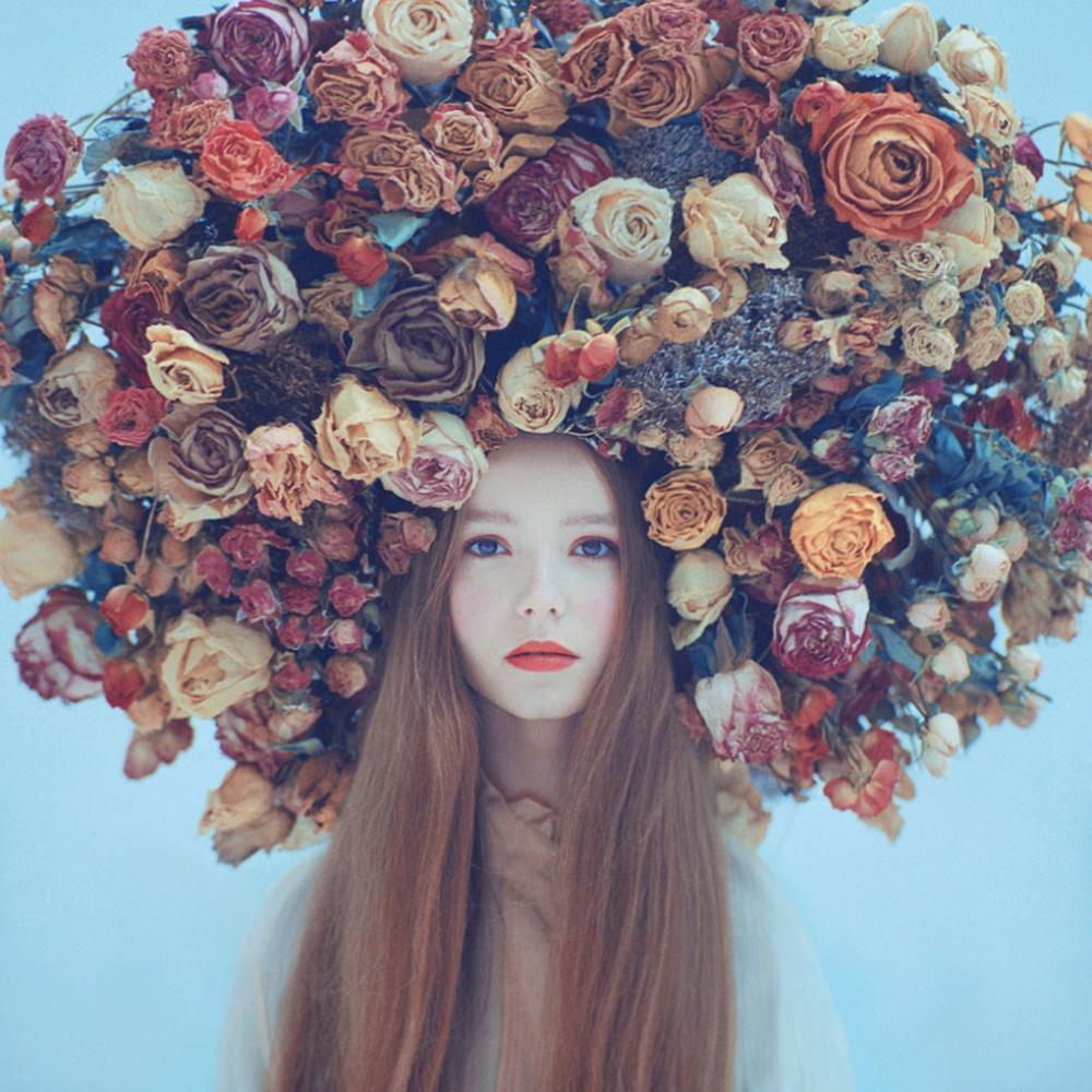 Фото девушек с цветами в голове