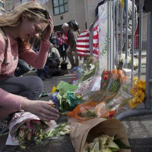 Акции памяти жертв теракта на марафоне в Бостоне