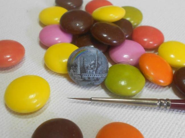 6386610-R3L8T8D-650-tiny-painting-food-hasan-kale-15