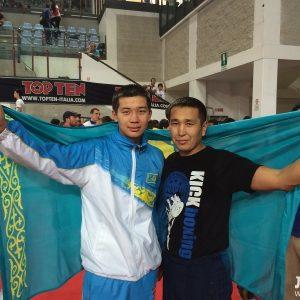 Чемпион Нурболат Жайлаубаев и тренер Есенмурат Селиков. Фото Лада.KZ