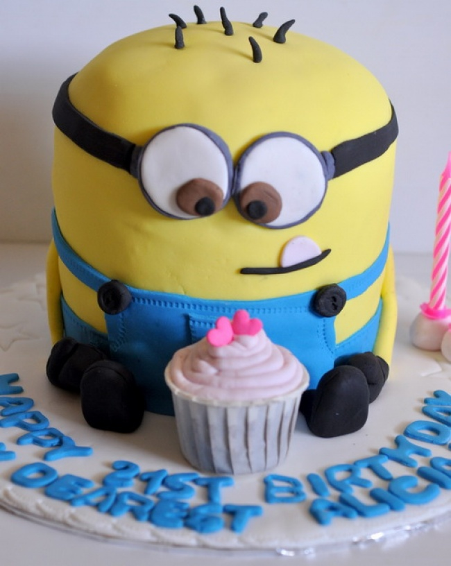 9196860-R3L8T8D-650-cute-birthday-cakes-with-cupcake-for-boys-1