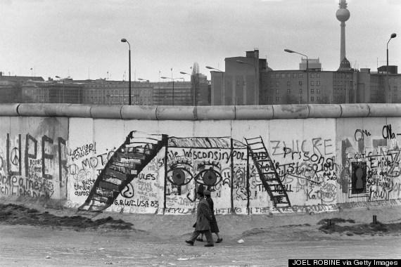 Граффити на стене. Восточный сектор (JOEL ROBINE/AFP/Getty Images)