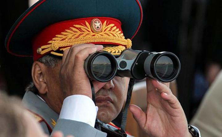 Министр обороны РФ Сергей Шойгу на учениях Фото: РИА Новости