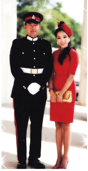 Данияр в военной форме Малайзии (с матерью Файрой)