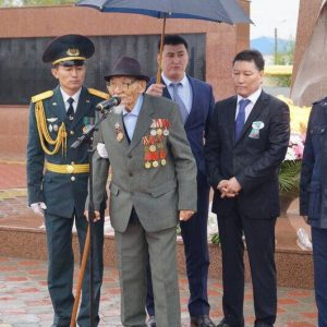 ветеран под зонтом