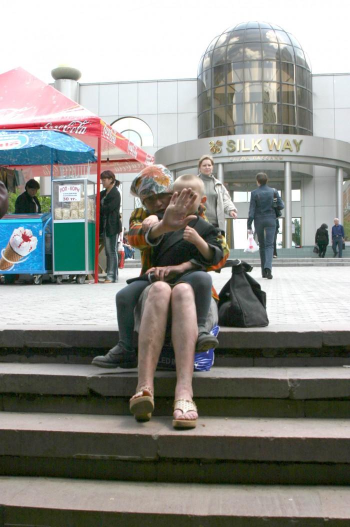 Подруга чудесно излеченного попрошайки. Фото Олега Спивака