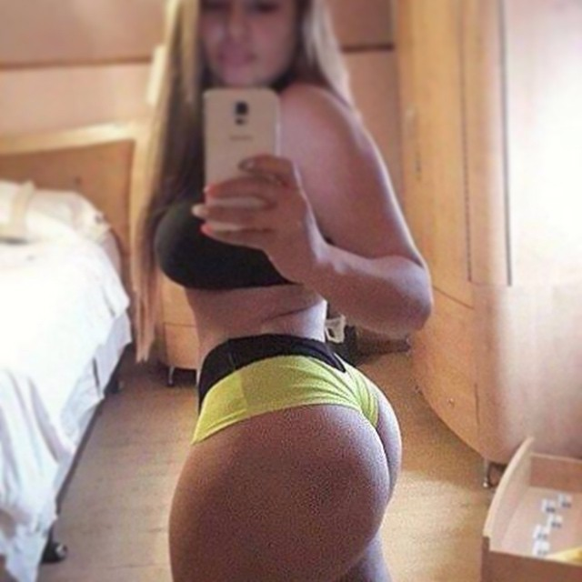 Chunky blonde chick displays her big booty and shaved kitty № 296434 без смс