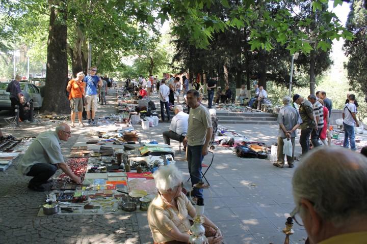 Сухой мост - блошиный рынок в Тбилиси