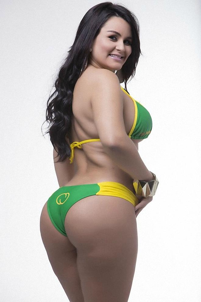 Latina babe with a big ass Joyce Oliveira shows her sexy big butt  1447334