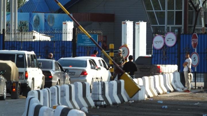 Зачем президенты открывали границу, если пограничники её закрыли?