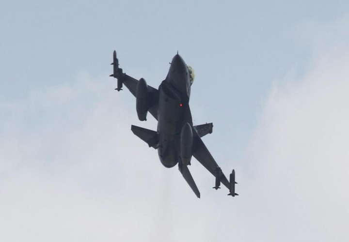 A Turkish F-16 fighter jet takes off from Incirlik airbase in the southern city of Adana, Turkey, in this July 27, 2015 file picture. REUTERS/Murad Sezer