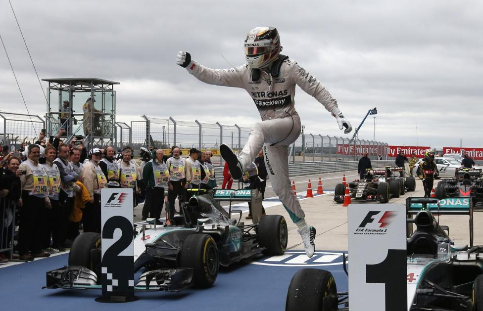 Mercedes Formula One driver Lewis Hamilton of Britain leaps off of his car after winning the U.S. F1 Grand Prix at the Circuit of The Americas in Austin, Texas, October 25, 2015. Hamilton clinched his third Formula One world championship after winning a thrilling and unpredictable U.S. Grand Prix for Mercedes. REUTERS/Adrees Latif