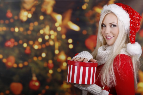 New_Year_wallpapers_____Snow-white_blonde_089666_[1]