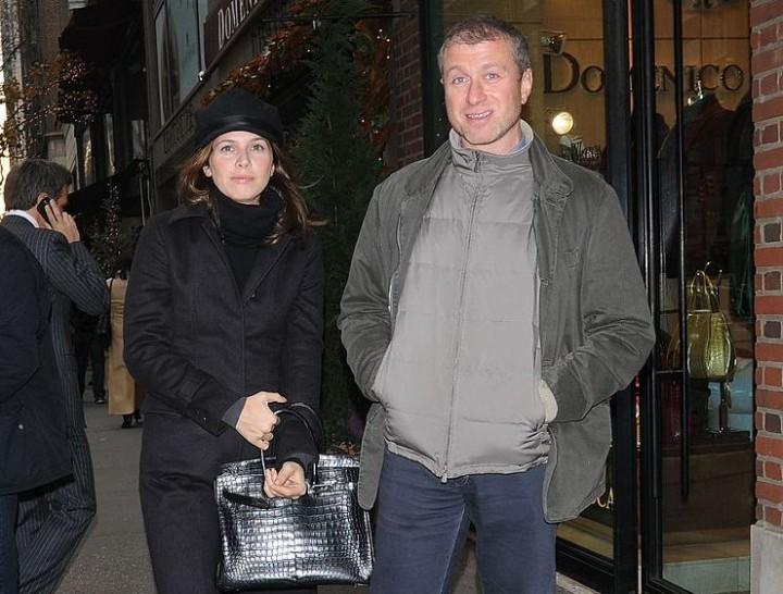 Абрамович с женой Дарьей Жуковой на улице Нью-Йорка