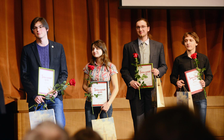 Адиль Кабылда - крайний слева. Фото: msu.ru
