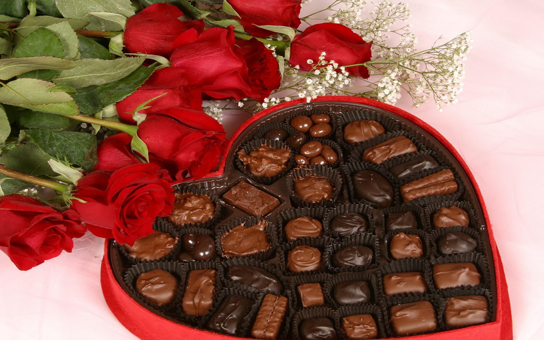 Открытка с конфетами и шоколадом 278