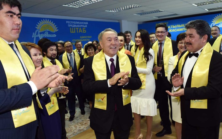 "Назарбаев в штабе ""Нур-Отана"". Фото-пресс-службы Акорды."