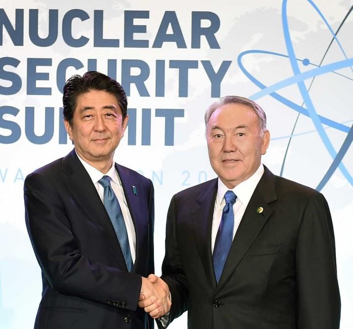 Премьер-министр Японии Синдзо Абэ и президент Казахстана Нурсултан Назарбаев
