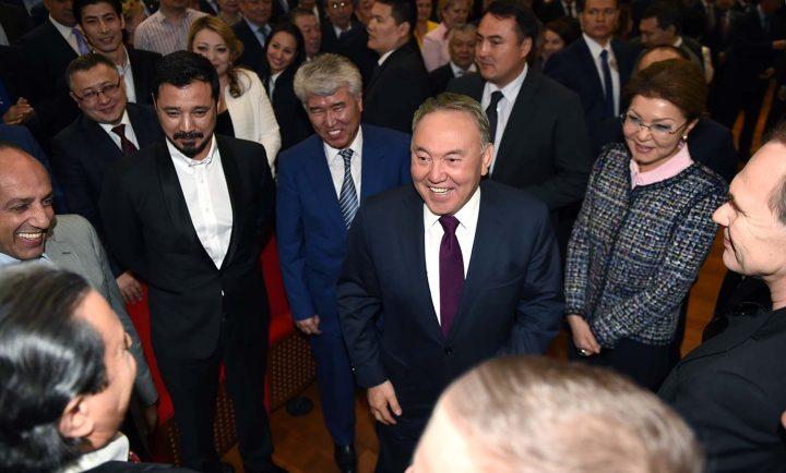 Нурсултан Назарбаев и Дарига Назарбаева на премьере