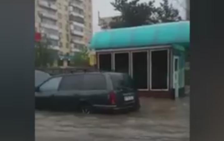Большая вода в Алматы- потоп на Толе би и грязевой поток на Медеу – 365info.kz 2016-05-18 11-50-03