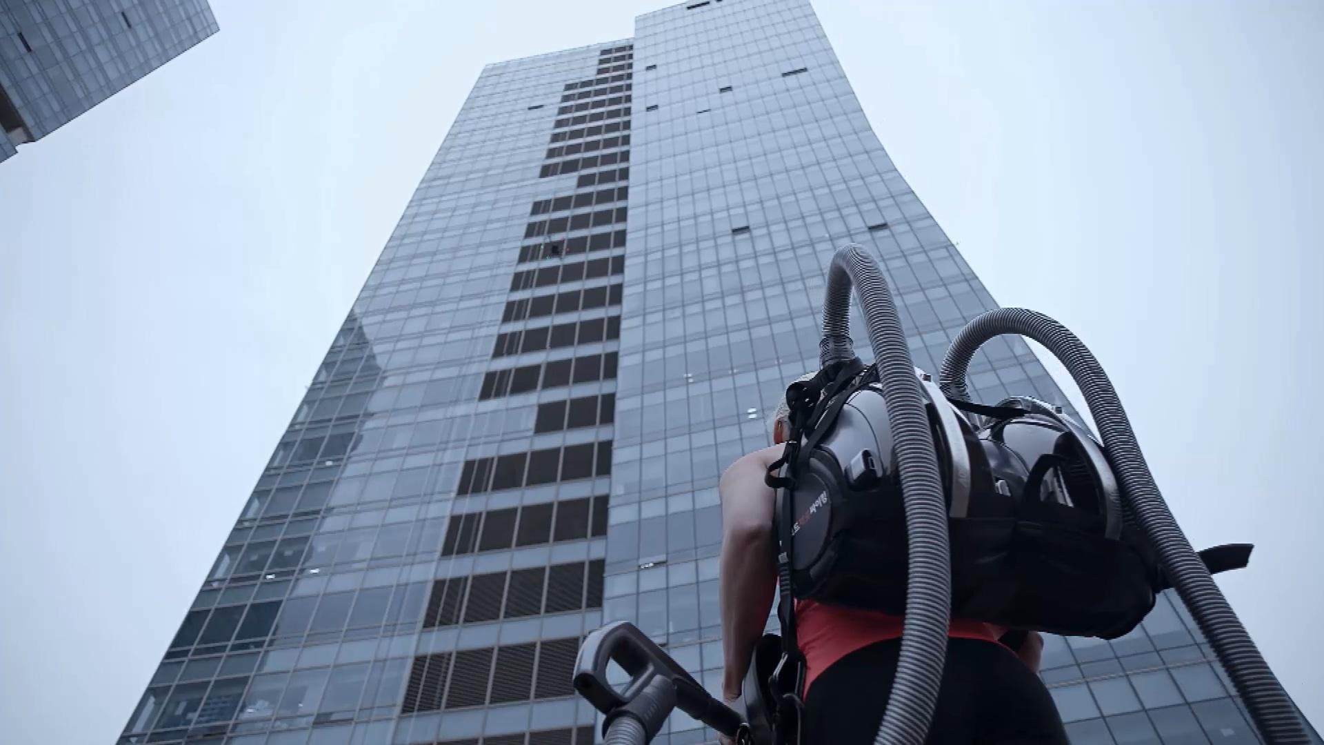 LG CordZero Climbing Stunt 1