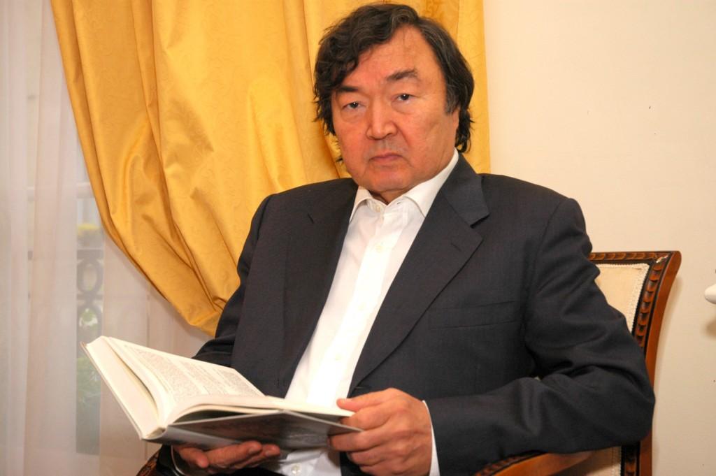 Сулейменов