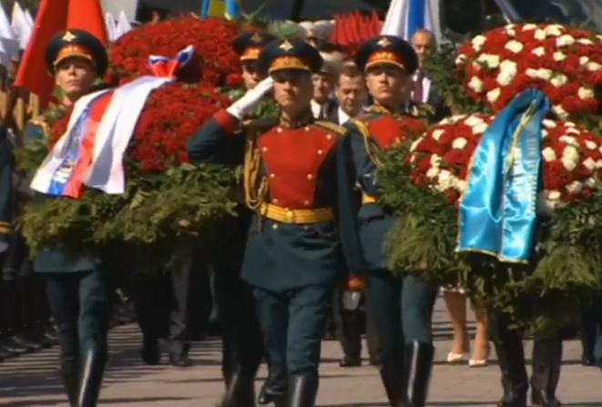 Вести.Ru- Президенты России и Казахстана возложили венки к Могиле Неизвестного солдата 2016-05-09 16-16-56