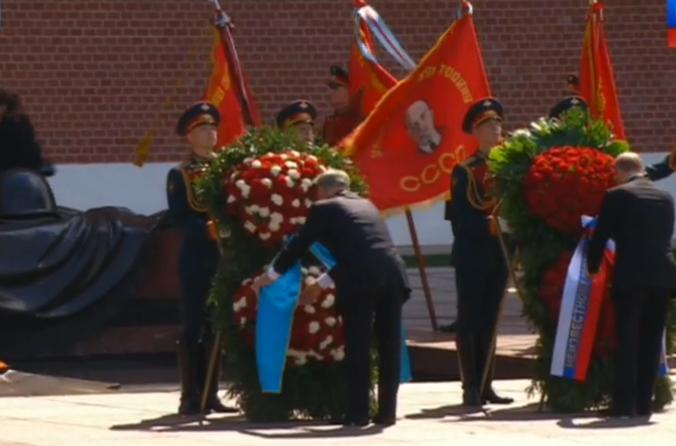 Вести.Ru- Президенты России и Казахстана возложили венки к Могиле Неизвестного солдата 2016-05-09 16-18-36