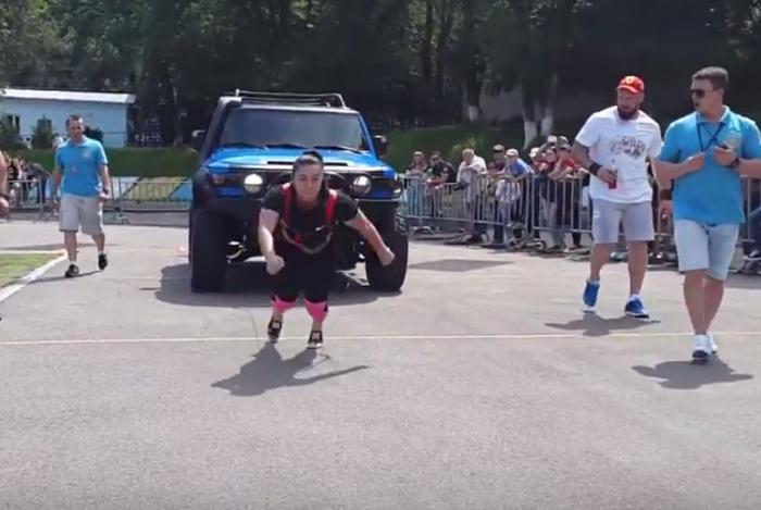 Соревнования Strongman в рамках Фестиваля спорта в Алматы. Источник - YouTube.