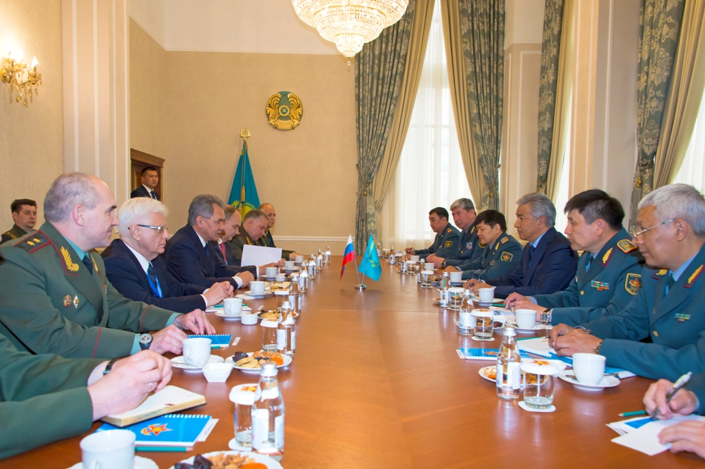 Шойгу предложил Казахстану иШОС выработать дополнительные меры поборьбе стерроризмом
