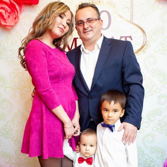 М. Альпман с женой и детьми. Источник - Facebook