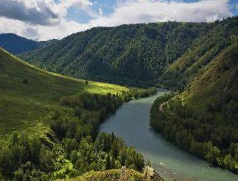 Вид на реку Бухтарма. Источник - tr-kazakhstan.kz