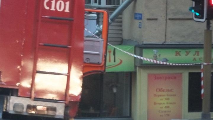 Пожарная машина перекрыла улицу Карасай батыра 1
