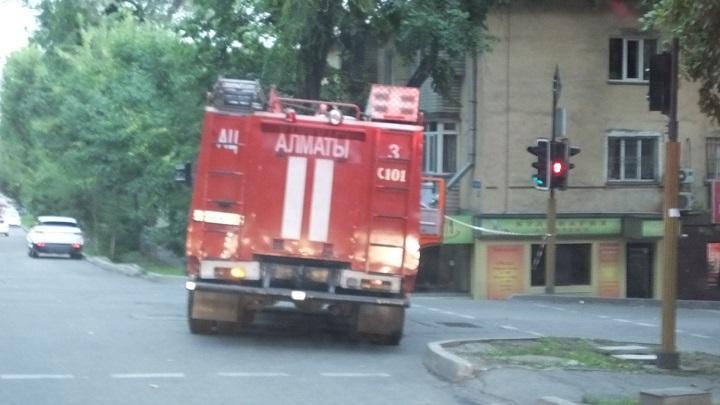 Пожарная машина перекрыла улицу Карасай батыра