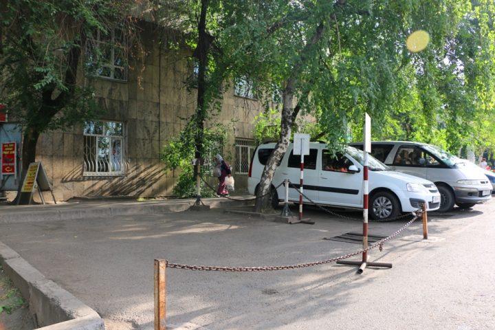 Советы Байбеку от алматинцев. Фото: yvision.kz
