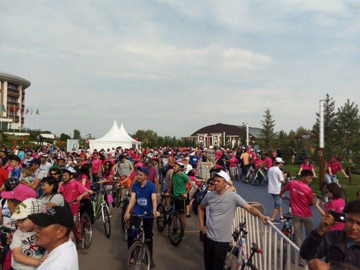 """На благотворительном велопробеге """"Charity Tour de Burabay 2016"""" было собрано 100 миллионов тенге"""
