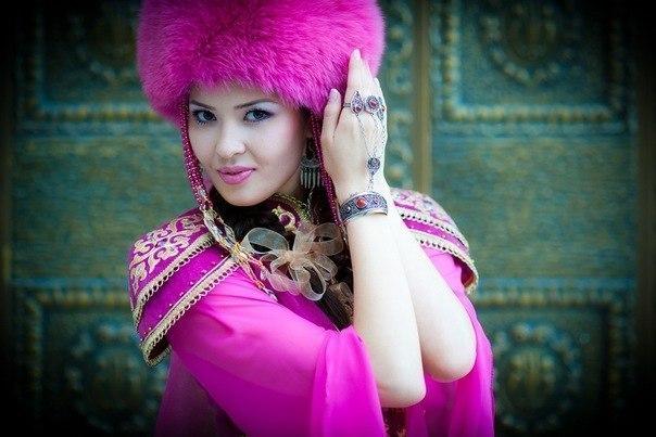 фото мини юбка киген казак кыздар