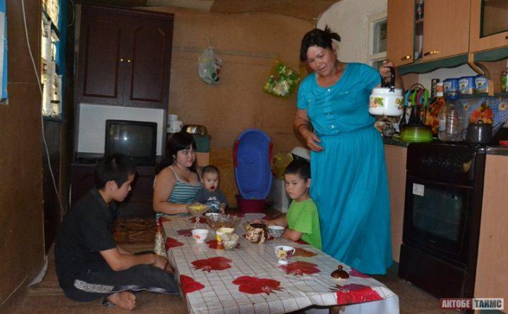 Многодетная семья. Фото aktobetimes.kz