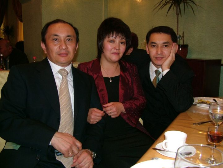 Турганбек, Сауле и Аскар Стамбековы на 75-летнем юбилее отца