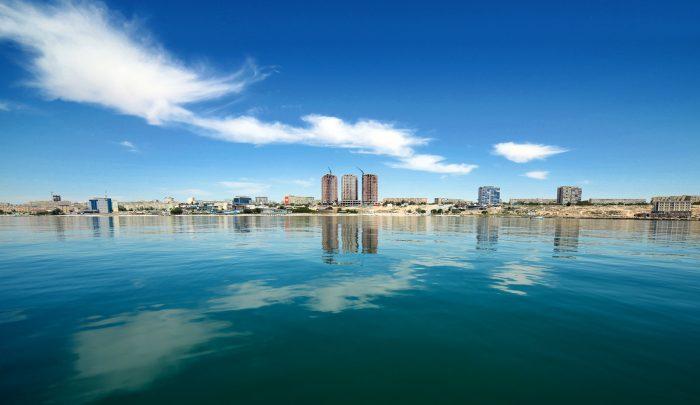 Вид на Актау с моря. Источник - lsd.kz