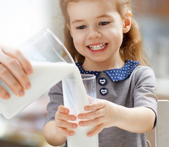 молоко ребенок девочка